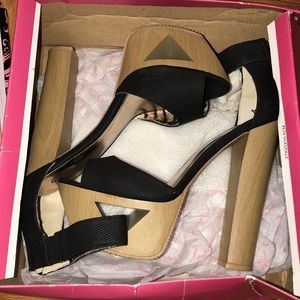 Shoes - MOVING! Need gone! Black platform heel sz 6